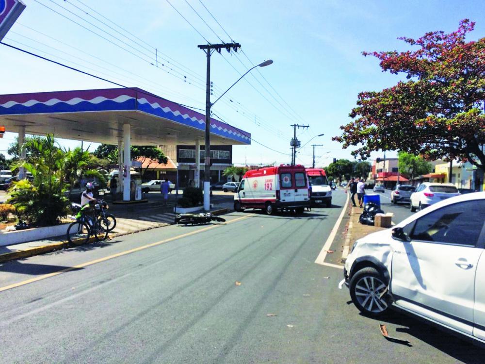 Colisão foi provocada após retorno de automóvel na via