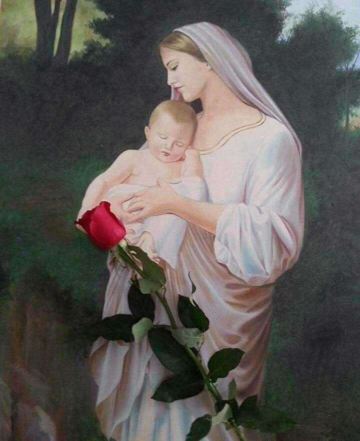 Maria, a Virgem de Nazaré, escolhida por Deus para trazer ao mundo o nosso Salvador é o símbolo da maternidade e modelo de Mãe