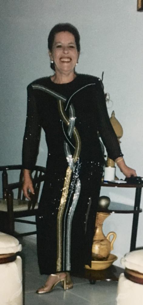 Vera Lucia O. Azevedo, minha querida mãe) que não está mais presente fisicamente, mas no coração). Que sempre foi sinônimo de mulher guerreira, forte e a frente de seu tempo.