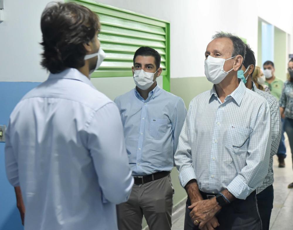 O ex-presidente da Cohagra, Marcos Jammal, esteve acompanhando o prefeito Paulo Piau em visita as obras - Foto: André Santos/PMU