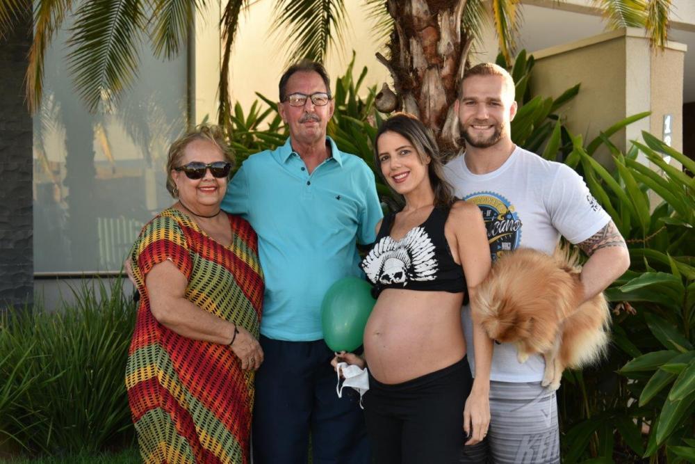 Marcella Guimarães e Alvinho Walter curtiram seu chá de bebê em forma de carreata ( Chárreata do Ian ) no dia 9 de maio com Vanilda Guimarães Leite e Laurence Carneiro Leite.