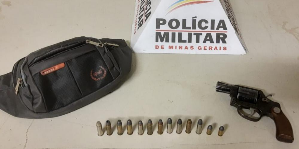Revólver e munições foram encontrados em estabelecimento - Foto: Juliano Carlos