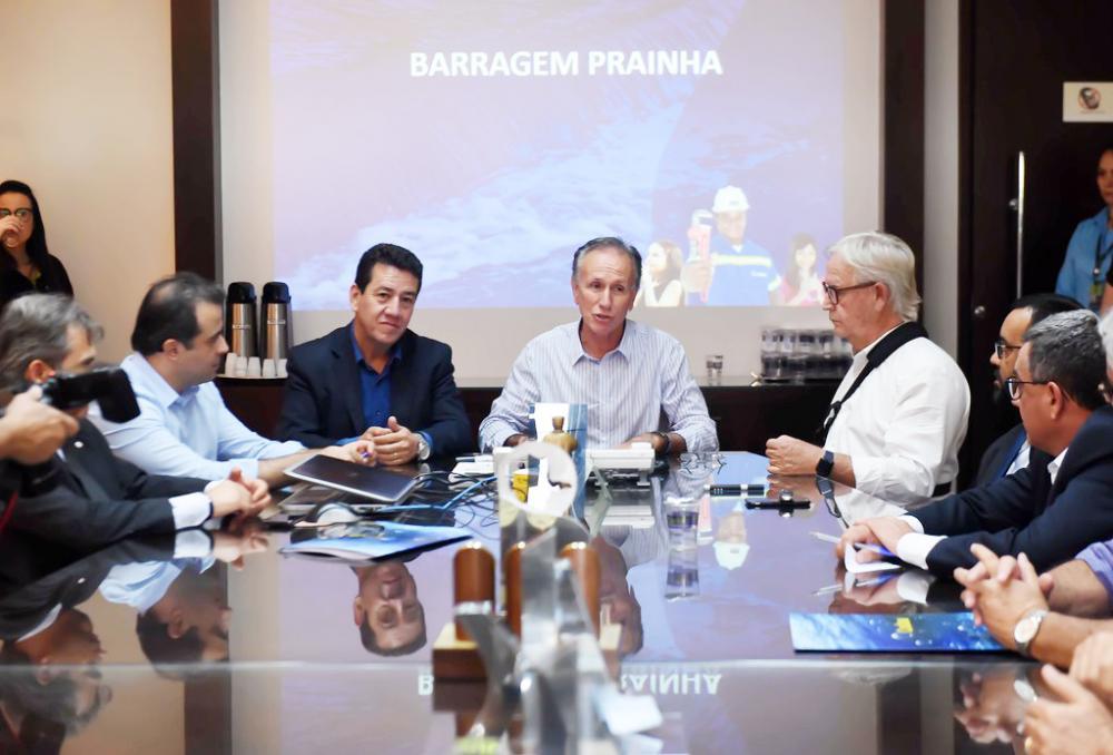 Prefeito Paulo Piau, presidente do Codau, Luiz Neto, e diretor da Construtora Nóbrega Pimenta Gustavo Nóbrega assinam Ordem de Serviço com promessa de entrega da obra em até dezembro de 2020