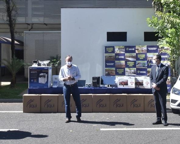 Equipamentos foram entregues ao prefeito Paulo Piau pelo promotor de Justiça Carlos Valera - Foto: André Santos/PMU