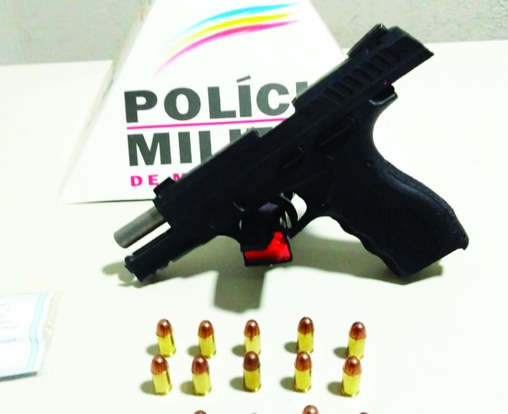 Pistola foi apreendida durante operação policial - Foto: Juliano Carlos