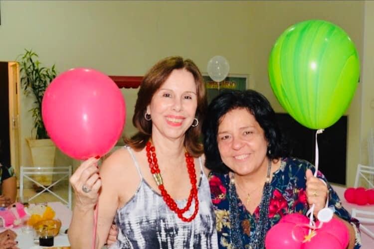 A estimada Martinha Sabino recebe flores e homenagens virtuais pelo aniversário neste domingo, na foto, ela e sua grande amiga Bibi Gomes