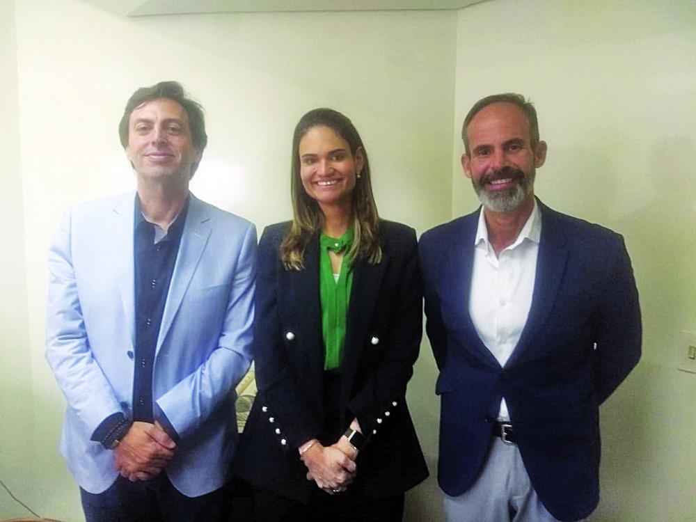 Diretor do Jornal de Uberaba, Lawrence Borges, diretor do CSC, Carlos Janibelli, e a gerente de Recursos Humanos, Aline Trindade falam sobre o programa de estágios