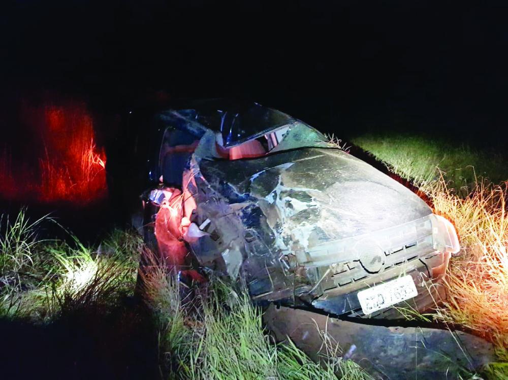 Corpo foi encontrado três dias após o acidente: Caminhonete ficou destruída após o capotamento - Foto: Juliano Carlos