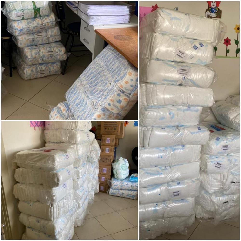 Empresário Fernando Xavier, arrecadou e doou mais de 8000 unidades de fralda e 300 unidades de álcool gel - Fotos Divulgação