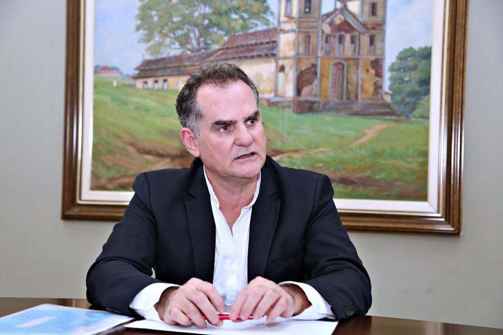 Secretário Marco Túlio Cury, diz que não é contra a esmola, mas que a intenção é garantir o cuidado multiprofissional a este público - Foto: Neto Talmeli