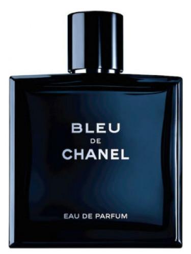 Apesar dos perfumes femininos da Chanel serem mais famosos, eles fazem fragrâncias masculinas incríveis também. Como o Bleu, que traz um aroma cítrico bastante versátil, que você pode usar durante o dia e noite