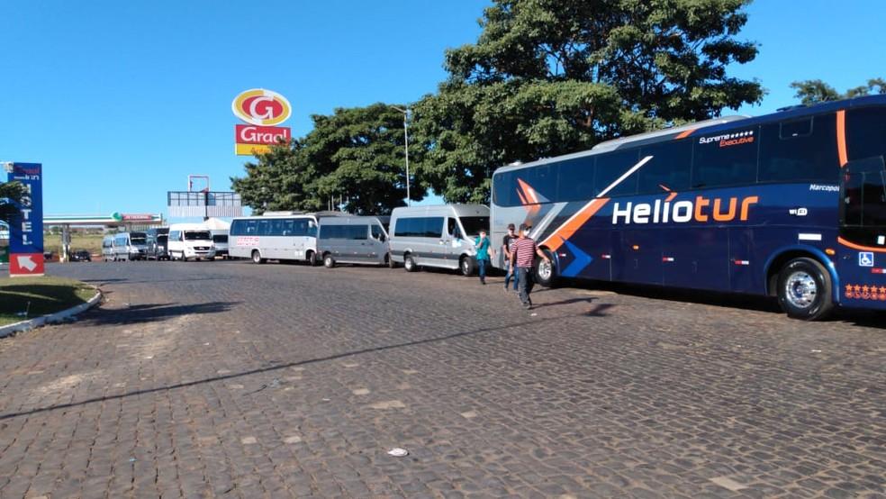 Motoristas fazem carreata pedindo auxílio e isenção de IPVA durante a pandemia