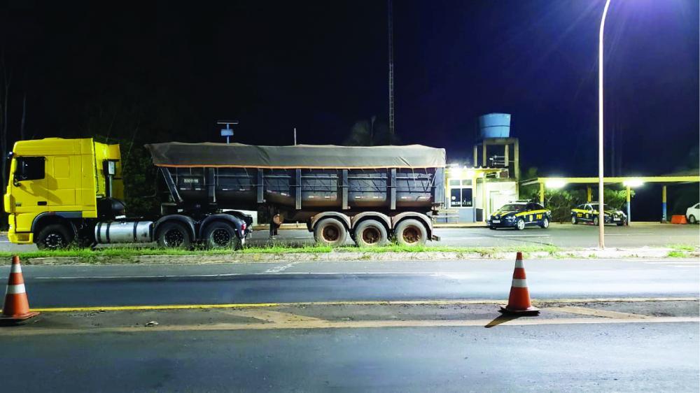 Veículo foi apreendido em abordagem na BR-153 - Foto: Divulgação/PRF