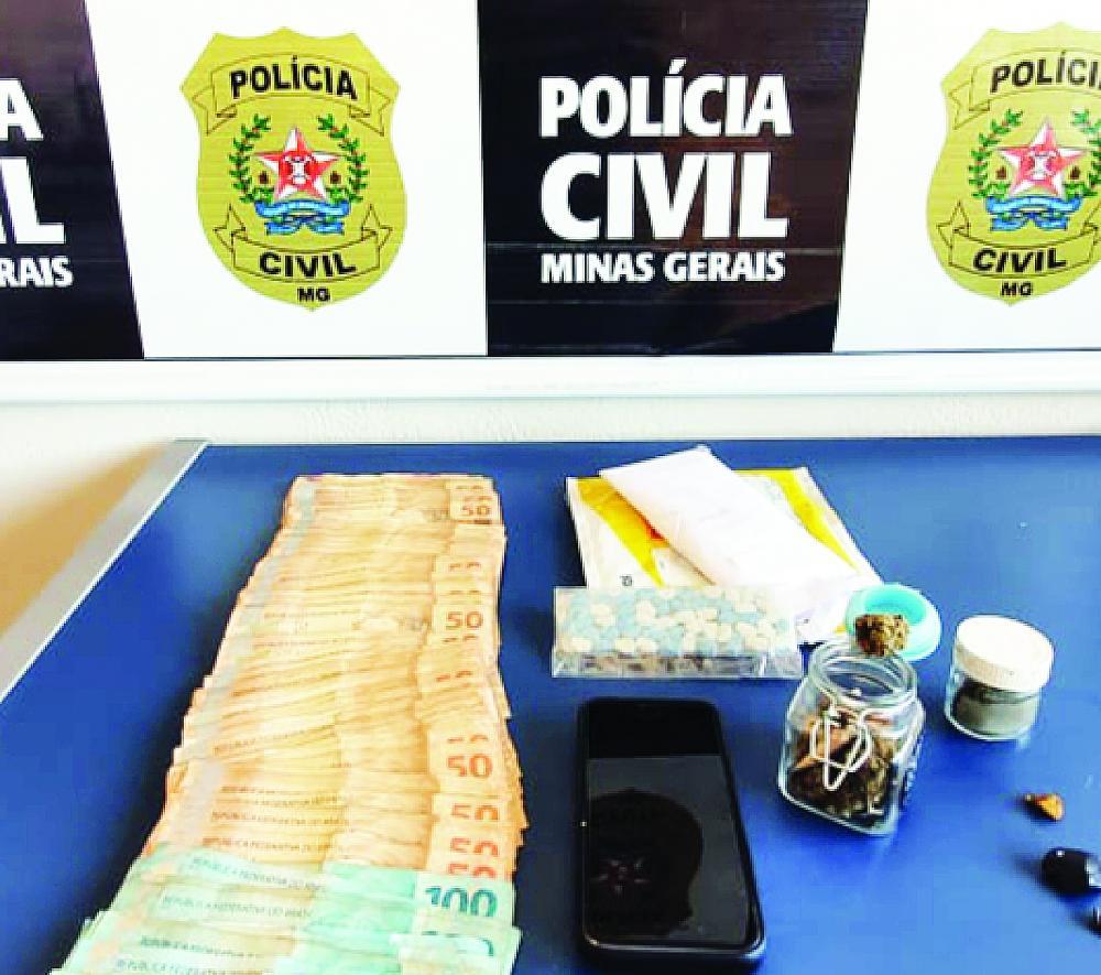 Drogas sintéticas e dinheiro foram apreendidos em Uberaba - Foto: Divulgação/ PC