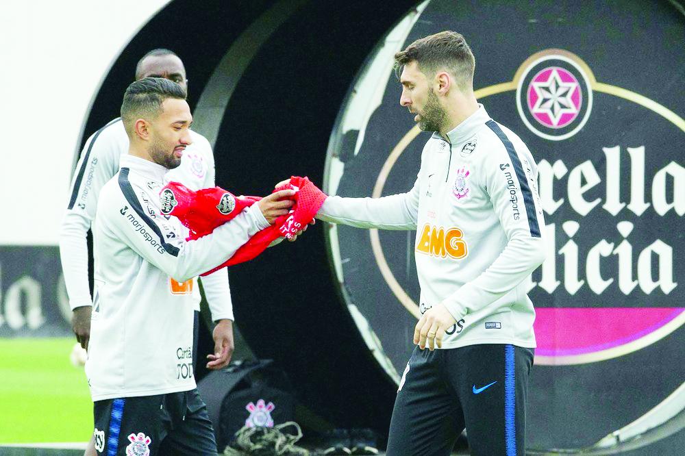 Boselli e Clayson em treino do Corinthians