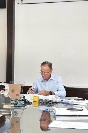O anúncio foi feito pelo prefeito Paulo Piau ainda na noite de quinta-feira após decisão do TRF em recurso impetrado pela Prefeitura - Foto: Marco Aurélio/PMU