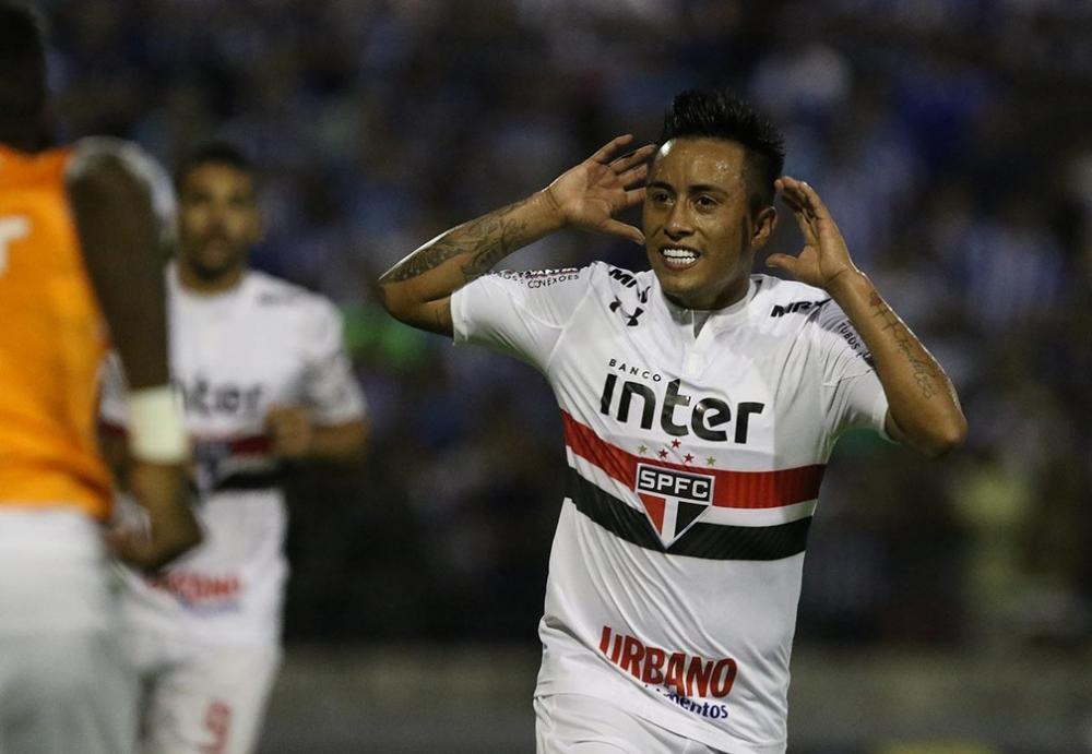 Meia peruano Cuerva diz que gostaria de ter nova oportunidade no clube em que fez sucesso no Brasil - Foto: Rubens Chiri/saopaulofc.net