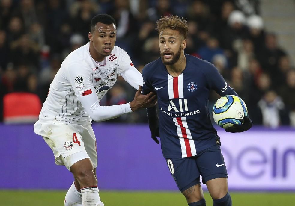 O brasileiro Neymar chegou a Paris no sábado e treinos do PSG começam na segunda-feira 22 - Foto: Jean Catuffe/Getty Images