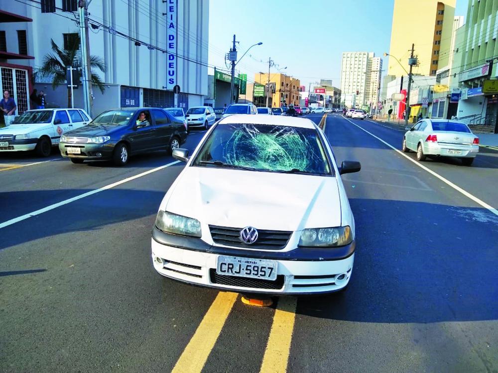 Acidente foi registrado na manhã de ontem: Vítima foi socorrida pelo Samu (Detalhe)