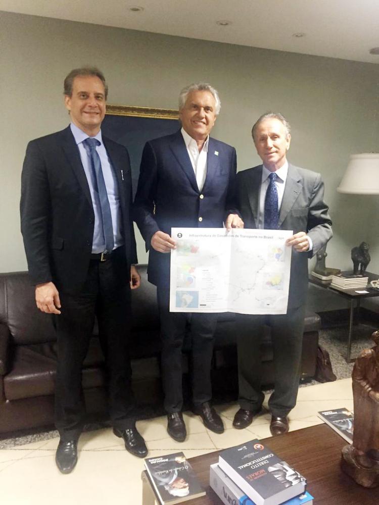 Prefeito de Uberaba Paulo Piau esteve reunido com o governador Ronaldo Caiado, acompanhado de Cleber Guarany, coordenador de projetos da FGV para apresentação dos estudos