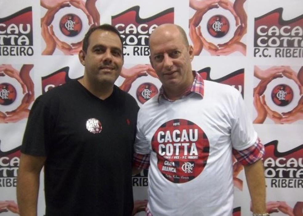 Luiz Mairovitch (dir.) posa para foto com Cacau Cotta, então candidato - Foto: Divulgação