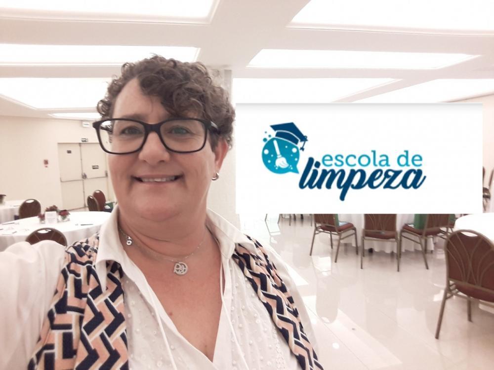 Higienista professora Anny Rosa cria escola de limpeza para formar profissionais e destaca a importância de cuidar bem do nosso corpo, dos alimentos e das rotinas domésticas para se proteger e promover a saúde - Fotos: Divulgação