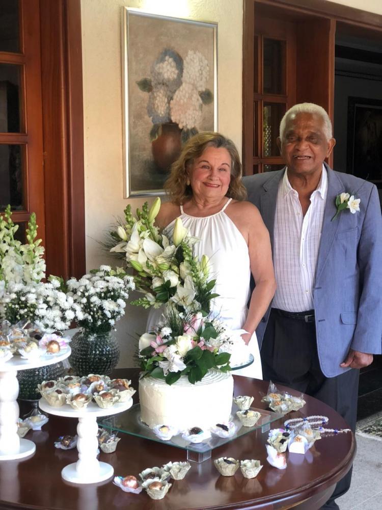 O querido casal Santa e Agostinho Ivo de Souza comemoram 60 anos de união. Parabéns!