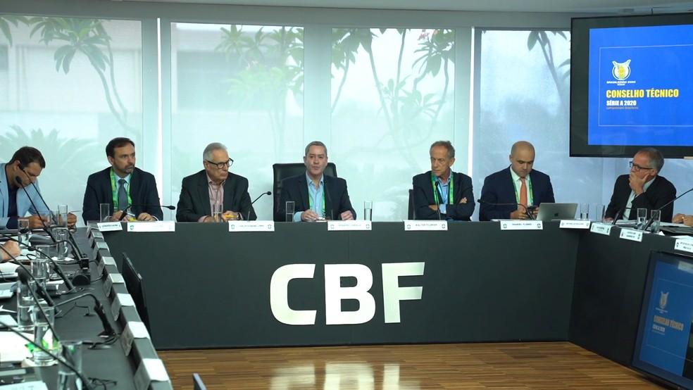 Rogério Caboclo na reunião do Conselho Técnico, ainda em fevereiro. Novo encontro virtual projetou início do Brasileiro para agosto - Foto: Reprodução/CBF