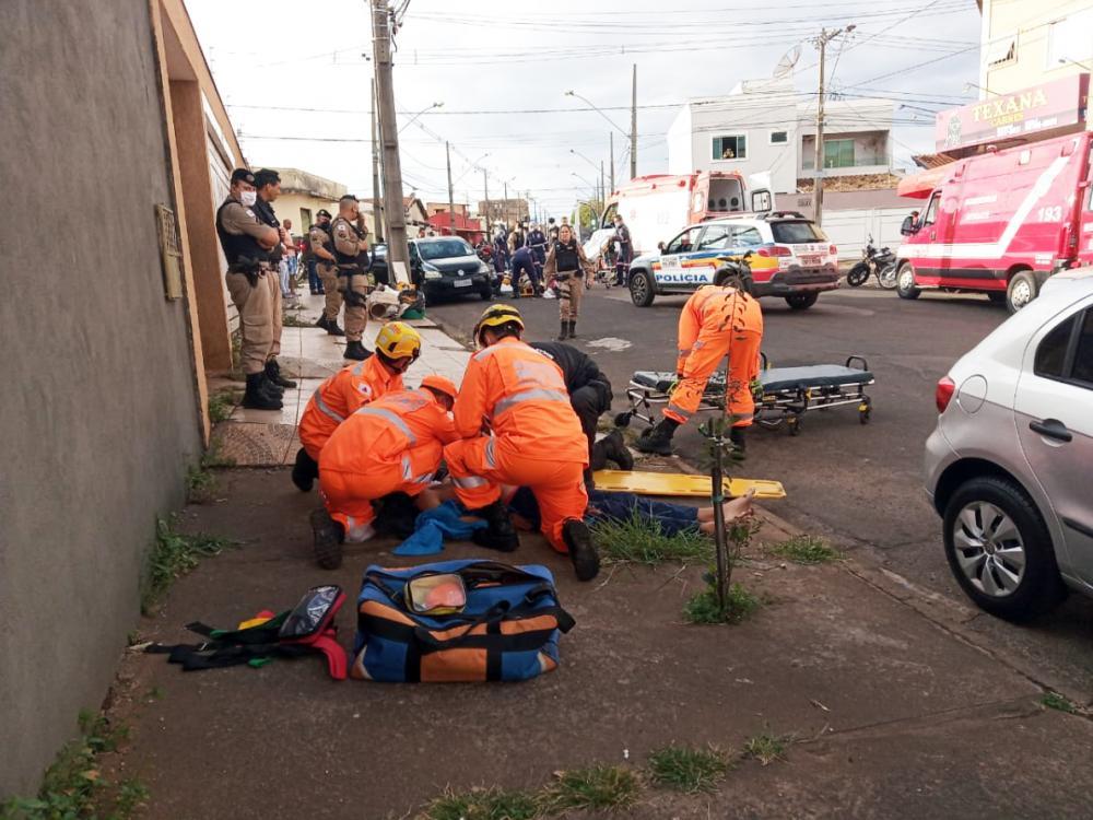 Mototaxista sofreu fratura na perna ao ser atingido pela moto do
