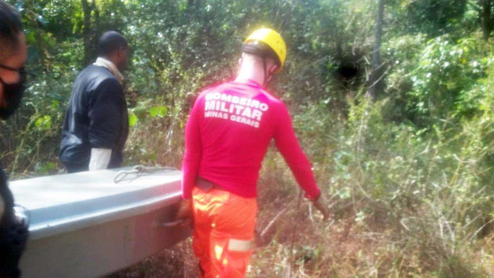Corpo foi resgatado em local de difícil acesso na área rural - Foto: Divulgação