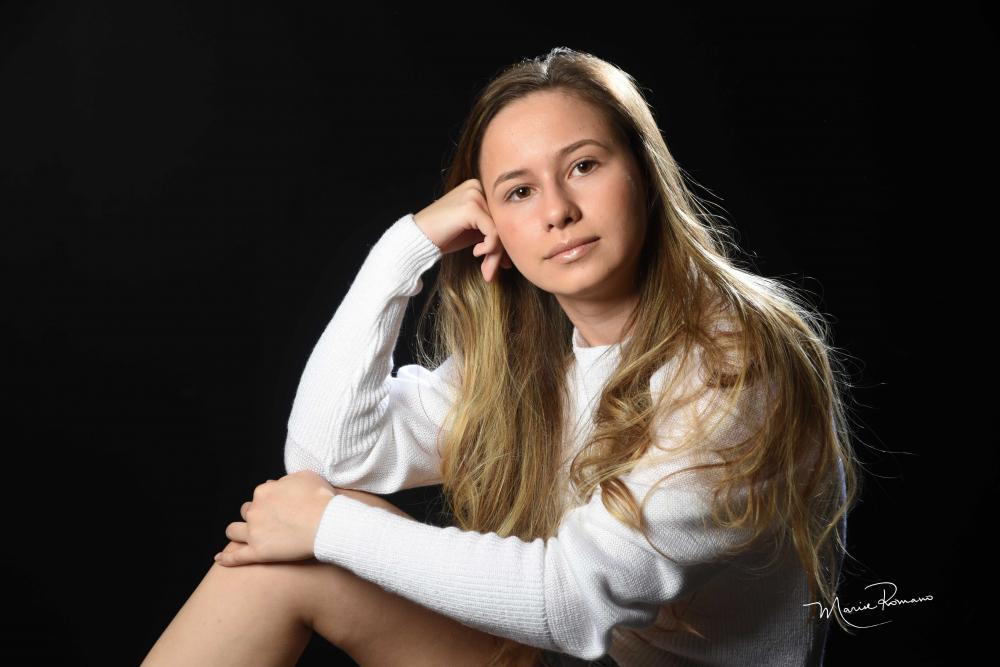 Ana Gabriela Lemes e Silva, na beleza dos 15 anos. Ela é filha de Regina Célia (leia-se Requinte Cabelo e Corpo) e Carlos Maurício Lemes e Silva