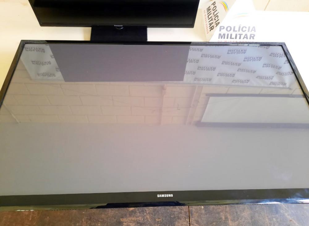 Televisores roubados foram recuperados com o acusado - Foto: Juliano Carlos