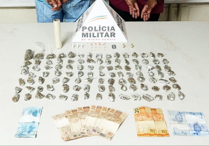 Drogas e dinheiro foram apreendidos com o suspeito e a esposa - Foto: Juliano Carlos