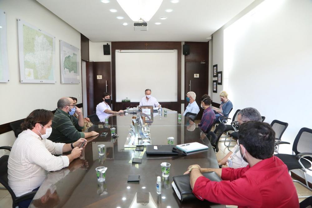 Prefeito Paulo Piau e o Comitê Técnico-Científico da Covid-19, recebeu ontem representantes das instituições particulares de ensino - Foto: Marco Aurélio/PMU