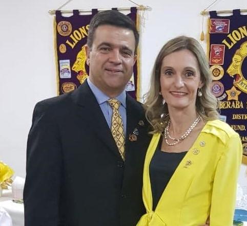 Casal Roger Martins da Costa Miranda e Angelarosa Lino Laterza Miranda, reeleitos para presidência do Lions Clube de Uberaba Centro, AL 2020/2021. Sucesso!