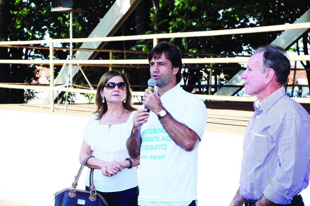 Secretário Municipal de Saúde, Iraci Neto, ao lado do prefeito Paulo Piau e da primeira dama Heloisa Piau, afirma que a medida do Ministério da Saúde é acertada e reforça que a população tem de ficar atenta com a vacinação de seus filhos