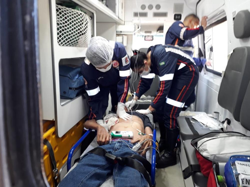 Vítima chegou a ser socorrida, mas morreu no hospital: Carro usado na fuga foi encontrado abandonado - Fotos: Juliano Carlos