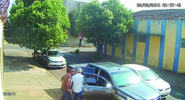Empresário é sequestrado durante roubo de caminhonete