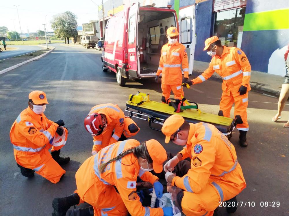 Vítimas foram socorridas por equipes do Corpo de Bombeiros - Foto: Juliano Carlos
