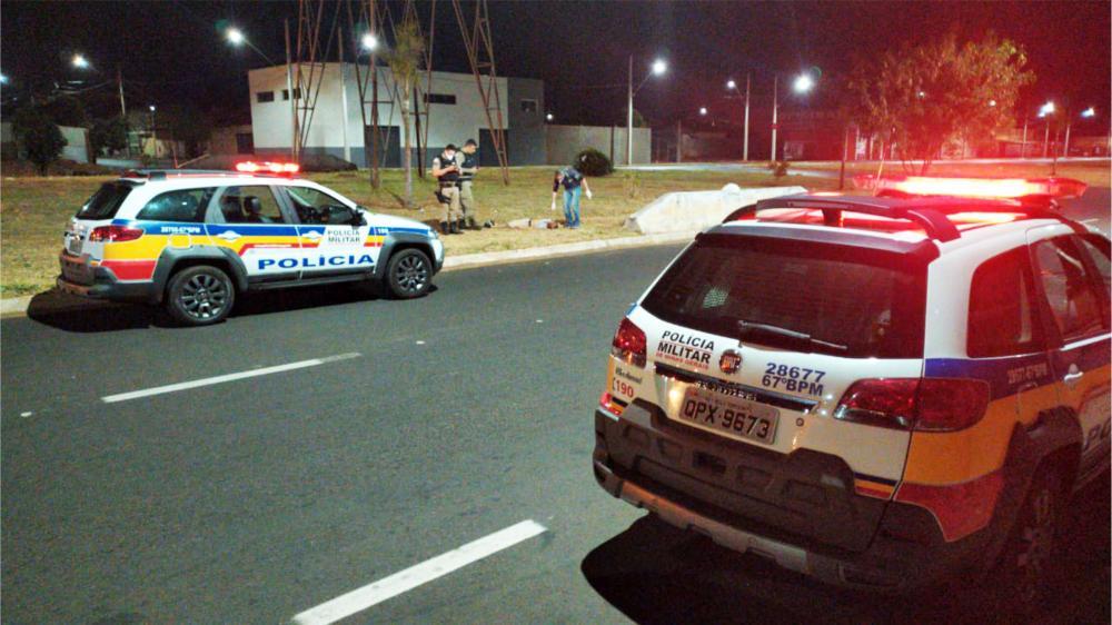 Vítima foi morta na principal avenida do bairro - Foto: Juliano Carlos