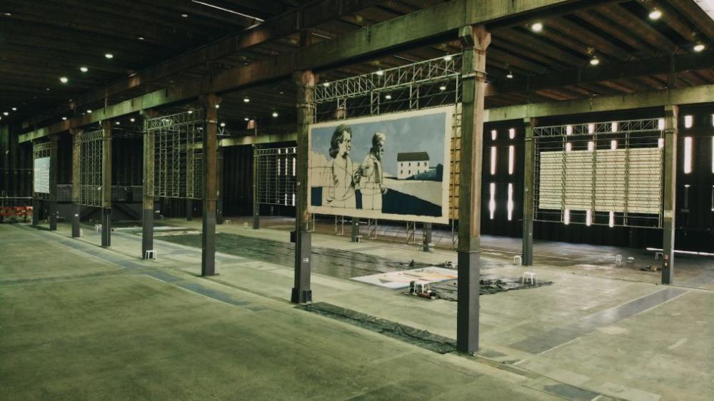 Em tempos de pandemia e distanciamento social, a partir de 17 de julho, acontece em São Paulo oDriveThru.Art, uma exposição inédita, no formato drive thru, reunindo obras de 18 artistas contemporâneos em antigo galpão industrial da Vila Leopoldina
