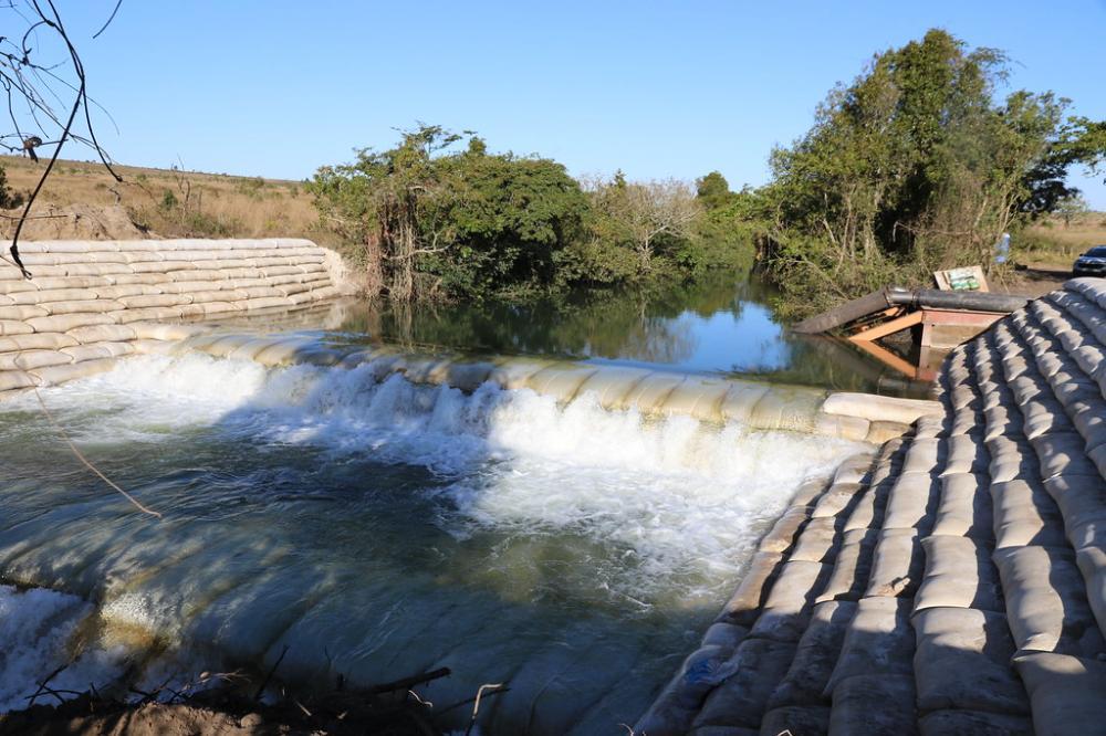 A nova estrutura de barragem no rio Claro substituirá o sistema atual de transposição - Foto: Divulgação/Codau