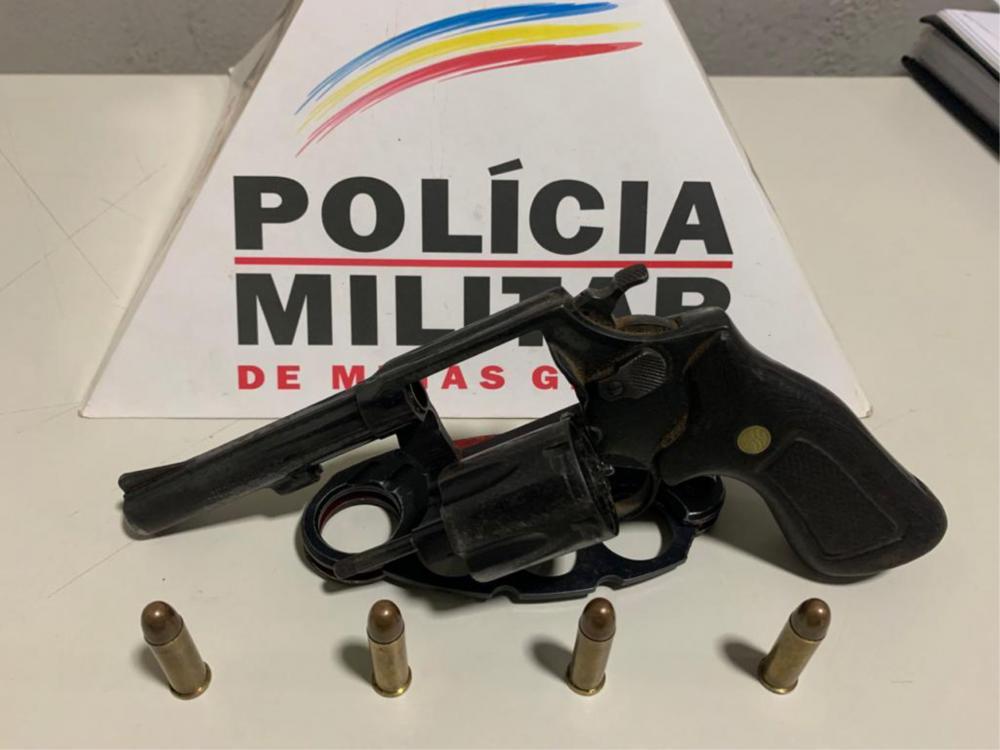 Arma foi apreendida com o suspeito - Foto: Juliano Carlos