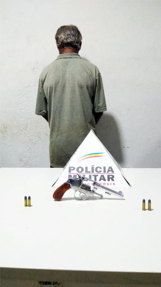 Arma de fogo foi apreendida com o suspeito de estupro - Foto: Juliano Carlos