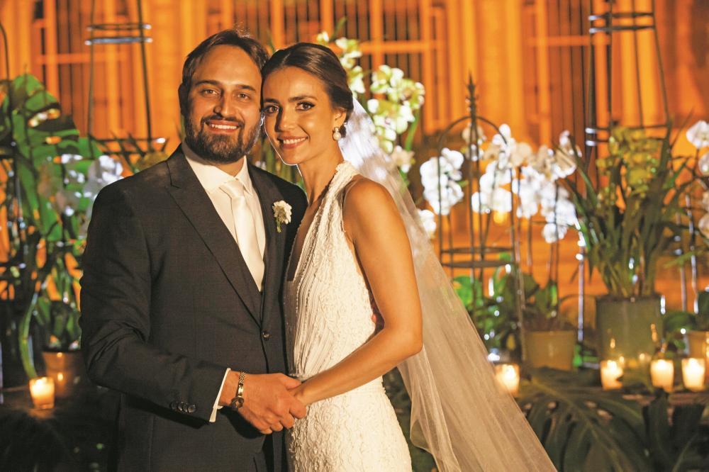 Giovanna Pagliaro Bóscolo e Luiz Alberto Martins (Bebeto), noivos do belo e diferenciado casamento do último sábado, na Igreja de São Domingos