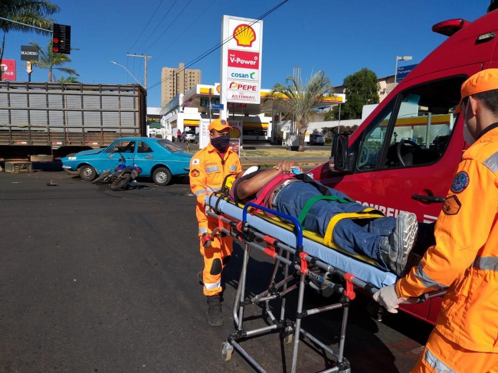 Vítima foi socorrida por Bombeiros - Foto: Juliano Carlos