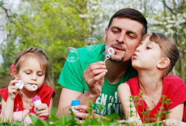 """Em tempos de pandemia e distanciamento social, a presença e o carinho dos filhos vão fazer a diferença e a maior felicidade """"dele"""", neste """"Dia dos Pais"""""""