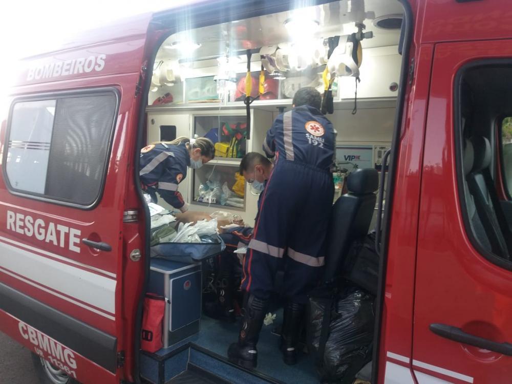 A., foi socorrido por Bombeiros e Samu após o acidente - Foto: Juliano Carlos