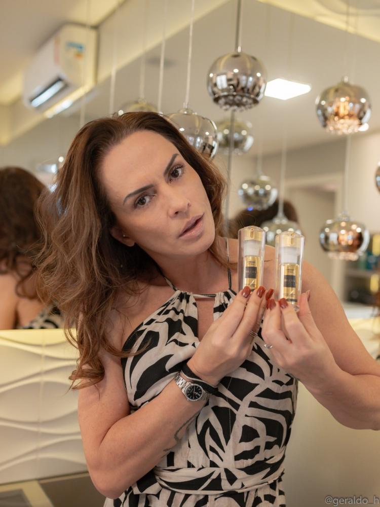 A modelo Nubia Olliver não fica sem o Kit de Vitamina C facial da linha Rivera. Você pode adquirir o seu na Vital Farma Uberaba, (34) 3321-9611