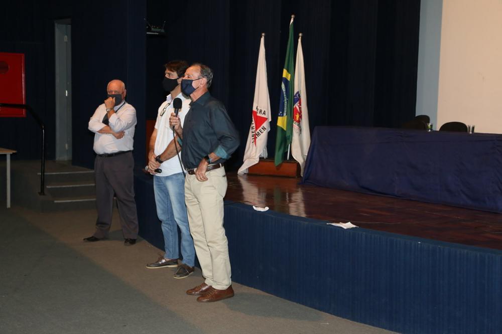 Anúncio da adesão foi feito ontem pelo prefeito Paulo Piau acompanhado do secretário de Saúde Iraci Neto e do procurador geral do Município Paulo Salge - Foto: Marco Aurélio/PMU